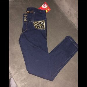 NWT Levanta Cola- Colombia Jeans 🇨🇴